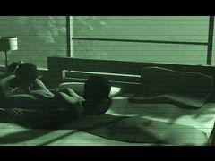 Красотка с членом футанари трахает свою подругу в темной комнате