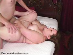 Толстая девушка за деньги трахается с незнакомцем на секс кастинге