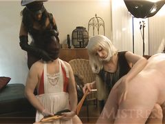 Веселящиеся зрелые домины устроили жесткую порку парням на вечеринке