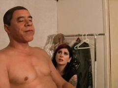 Закадровые съемки сцены группового секса с татуированной актрисой