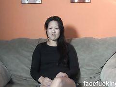 Два мужика жестко трахнули азиатку и обкончали ей лицо
