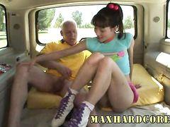 Старый ковбой Макс жестко ебет азиатку в растянутое очко