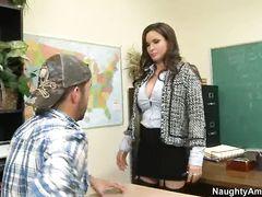 Сисястая учительница в чулках трахается в школе с учеником