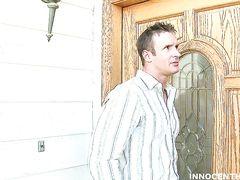 Учитель приехал к родителям прогульщицы и попал на секс с ней