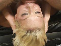 Жесткий анальный секс и фистинг пизды блюющей от минета блондинкой