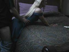 Курящая девушка в одежде трахается с парнем в позе догги стайл