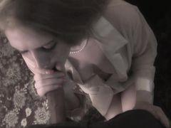 Курящая девчонка делает чудесный минет от 1 лица