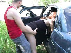 Пикаперы подвезли и трахнули в машине красивую русскую девку