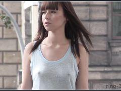 Немецкая фетишистка публично обнажилась и ходит голой на улице