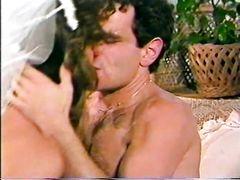Мохнатый жених качественно выебал рыженькую невесту в жопу