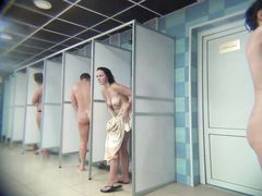 Миниатюрная скрытая камера в женской душевой городского бассейна