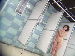 Скрытое видеонаблюдение за девушкой с волосатой писькой моющейся в душе