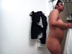Толстая латиноамериканка приняла душ и засветилась голой на камеру