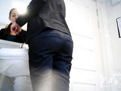 Развратник специально установил в туалете кафе скрытую камеру