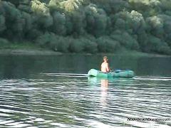 Скрытое видеонаблюдение за купающейся в озере юной нудисткой