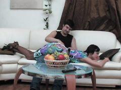 Брутальный паренек трахает в задницу русскую девушку в колготках