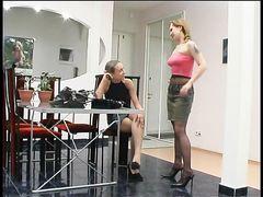 Примерные русские лесбиянки в колготках занялись нежным сексом