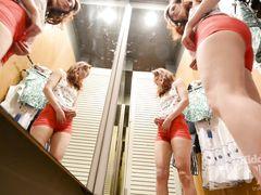 Подглядывание за переодевающейся девушкой через скрытую камеру