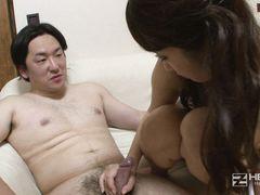 Телка с мягкими сисями занимается любовью со страстным азиатом