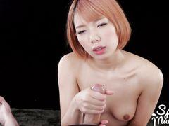 Возбуждающая японочка наслаждается вкусом спермы бойфренда